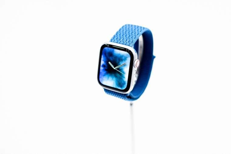 蘋果 Apple Watch 7 驚傳生產延遲 主因是設計複雜 (圖片:AFP)