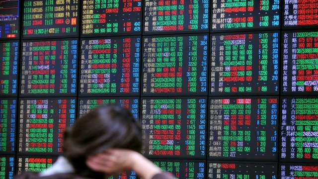 半導體聯軍力抗航運股賣壓 台股小跌16點收17473點。(圖:AFP)