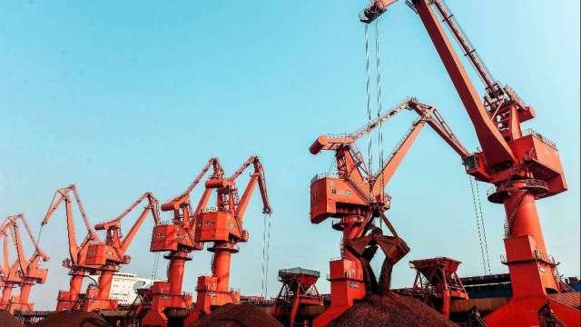 中國限產打擊需求 鐵礦砂期貨周三慘跌近8%(圖:AFP)