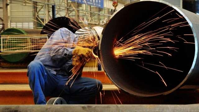 彭博:美政府考量配額制度 終結美歐鋼鐵關稅戰 (圖片:AFP)