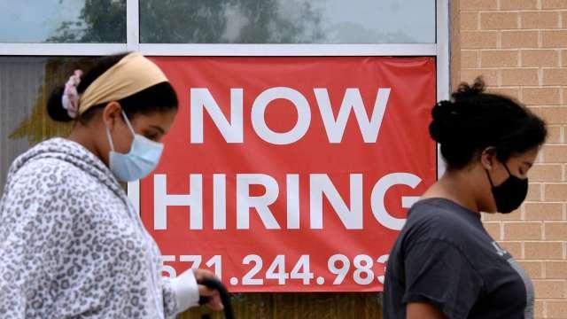 美上週初領失業救濟34萬人 再創疫後新低 (圖:AFP)