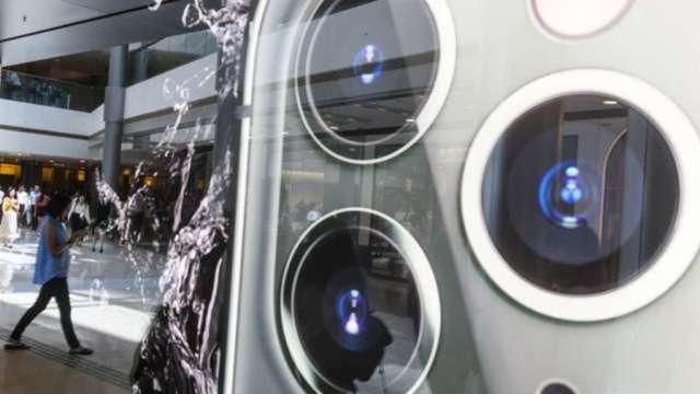 蘋果新iPhone將搭載潛望式鏡頭 供應鏈排除三星 (圖片:AFP)