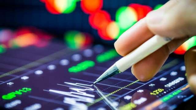 為何散戶一買就跌、一賣就漲?從量能看半導體、航運類股族群!(資料來源:shutterstock)