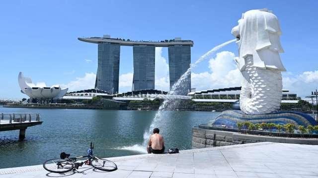 新加坡COVID-19疫情攀升 確診人數升至一年新高 (圖片:AFP)