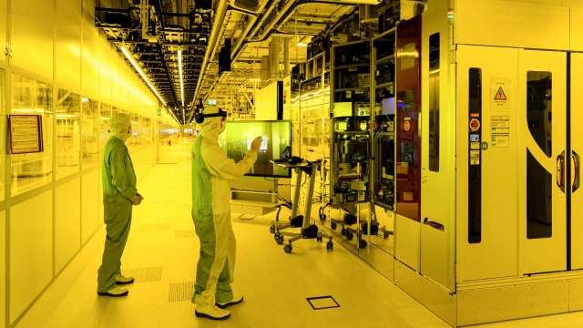 Q2全球半導體設備出貨達249億美元 創歷史新高。(圖:AFP)