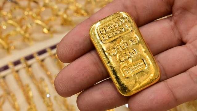 〈貴金屬盤後〉黃金連2跌 未能攻克1800美元關卡 褐皮書激勵電子盤小漲 (圖片:AFP)