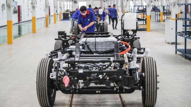 中探針測試產品切入鋰電池可拆換方案。(圖:AFP)