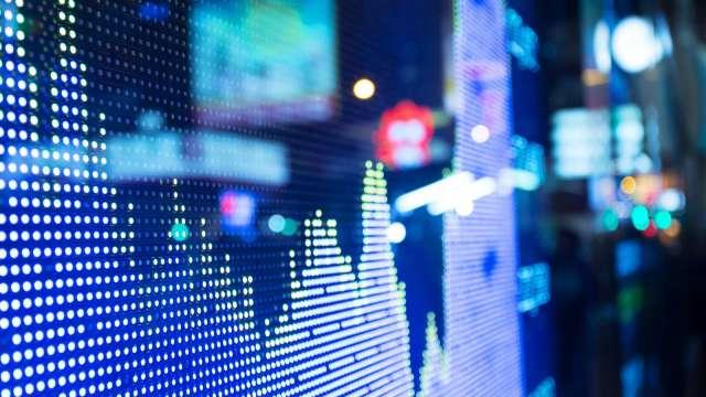 操盤手看台股:低量下,如何搶電子、航運股的價差?(資料來源:shutterstock)