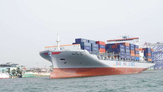 法人解讀,大型航商凍漲現貨運價對供不應求市況,沒有影響。(圖:萬海提供)