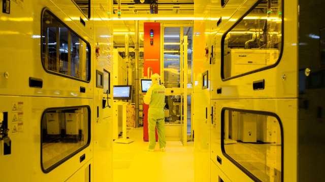 晶片需求熱 公準半導體事業扮支撐 估明年再成長。(圖:AFP)