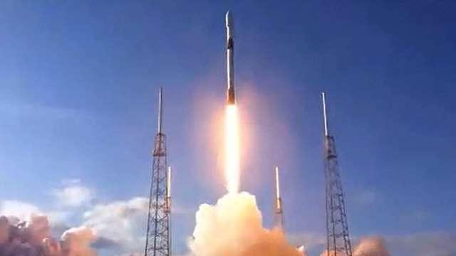 日本KDDI攜手SpaceX 利用Starlink解決偏鄉上網問題 (圖片:AFP)
