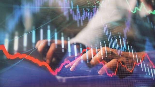 果真拉鋼鐵跌中小型電子股 持續多空雙向累積資本。(圖:shutterstock)