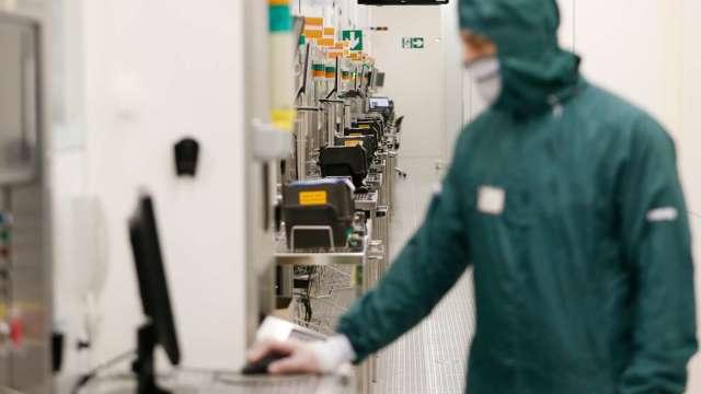 久元測試代工、設備業務需求滿 將規劃新一輪擴產。(圖:AFP)