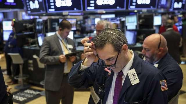 別只看表面風平浪靜 大摩重申美股將見10%以上修正(圖:AFP)