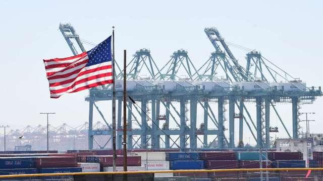 60艘貨輪守在美國最繁忙港口等待卸貨 數量創新高 (圖片:AFP)