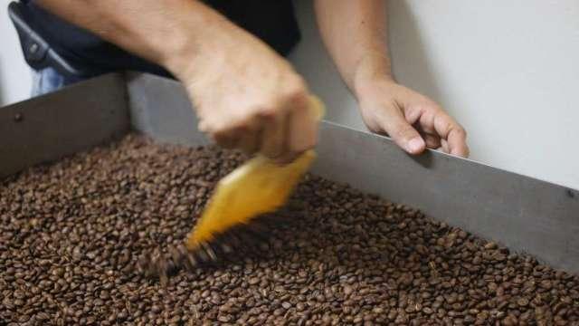 越南疫情造成出口下滑 惠譽:明年咖啡價格仍將偏高(圖:AFP)