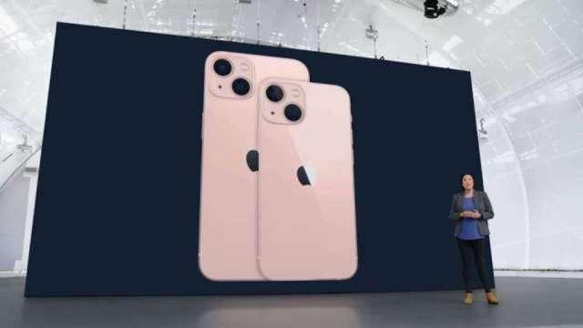 中華電首發iPhone 13資費,月繳1399元、綁約36個月,手機0元起。(圖:AFP)