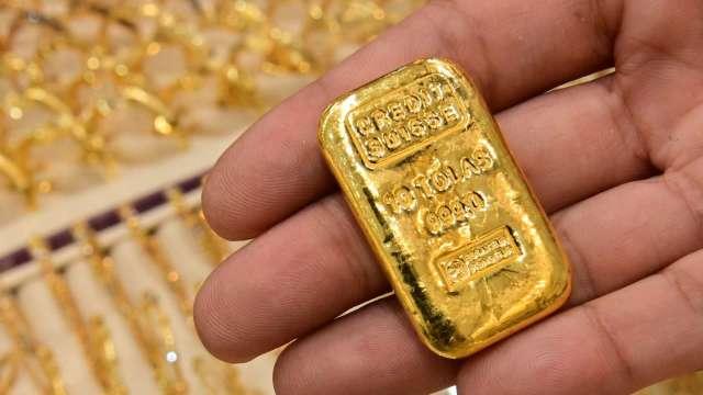 〈貴金屬盤後〉零售銷售意外強勁 提振美元、公債殖利率 黃金跌逾2% (圖片:AFP)