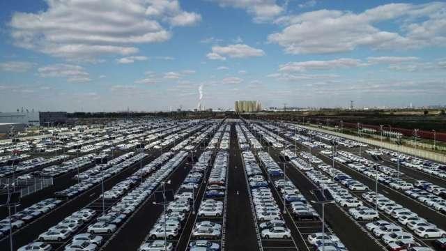 汽車零組件業看晶片短缺問題有望於第四季起逐步改善。(圖:AFP)