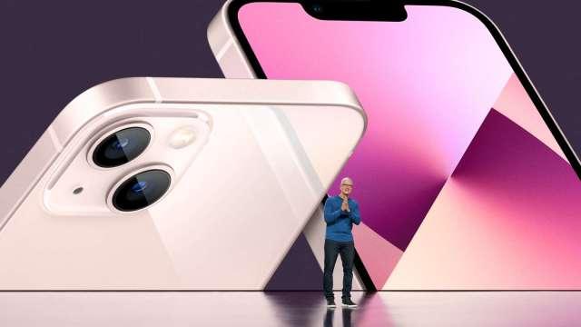 消費者稱iPhone 13「加量減價」 中國銷量火熱。(圖:AFP)
