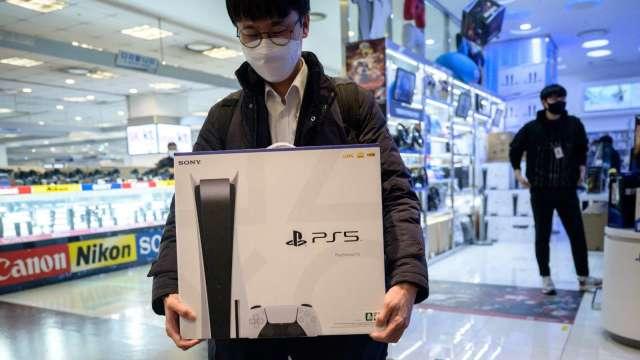 SONY為搶上網服務市場 在日本推出PS5月租方案 (圖片:AFP)