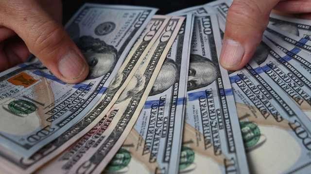〈紐約匯市〉市場預期Fed縮減購債腳步逼近 美元指數突破93 周線收紅 (圖片:AFP)