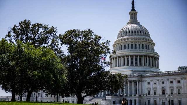 白宮力促調高舉債上限 憂債務違約恐引發經濟衰退 (圖片:AFP)