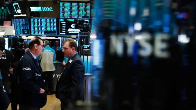 〈美股盤後〉四巫日美股盡墨 科技、材料股下殺領跌 (圖片:AFP)