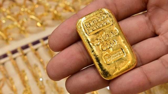 〈貴金屬盤後〉恒大令全球股市趴倒 投資人忙避險 黃金4日來首漲 (圖片:AFP)