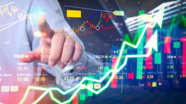 【龍哥講股教室】恆大和美國縮減購債雙風暴 傳產看塑化 電子看IC設計。(圖:shutterstock)