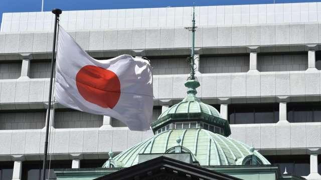 日本利率政策按兵不動 公布氣候變遷相關投融資政策 (圖片:AFP)