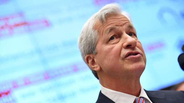 小摩CEO:Fed明年可能被迫採取激烈政策行動 (圖:AFP)