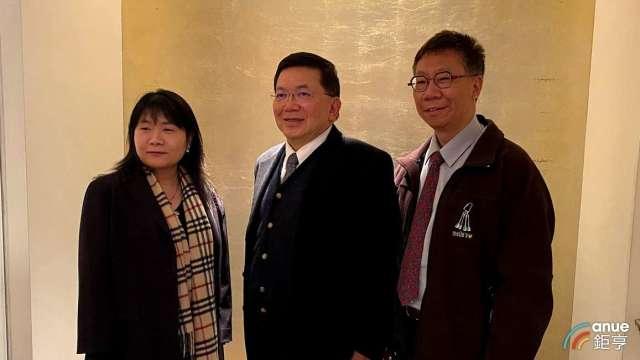 左至右為台康生財務長楊秀權、總經理劉理成及營運長張志榮。(鉅亨網資料照)