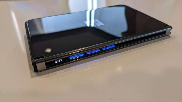 微軟新一代折疊機 Surface Duo 2。(圖片來源:Microsoft)