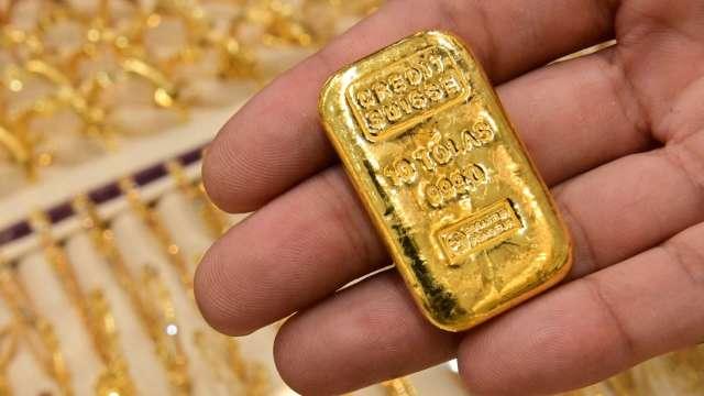 〈貴金屬盤後〉黃金小漲 Fed聲明再推升 但鮑爾發言後 價格回落 (圖片:AFP)