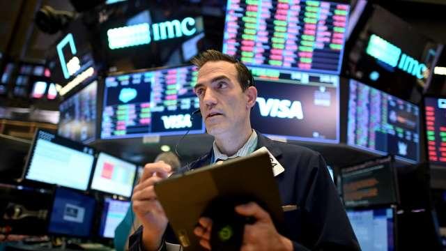 逢低買入 散戶趁恒大債務危機對美股投入19.3億美元(圖片:AFP)