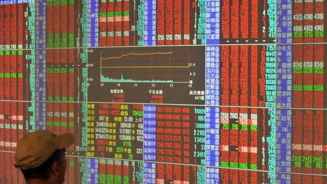 台股反彈站回萬七 三大法人土洋對作買超25.64億元。(圖:AFP)