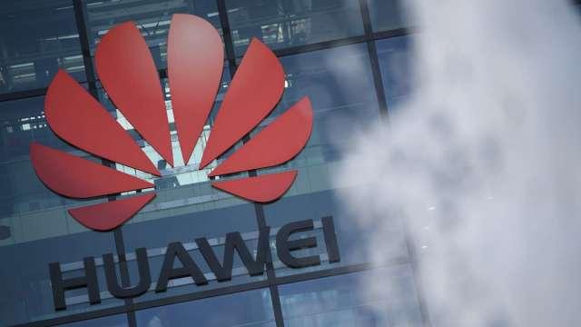 華為:今年智慧型手機業務收入銳減逾300億美元 (圖片:AFP)