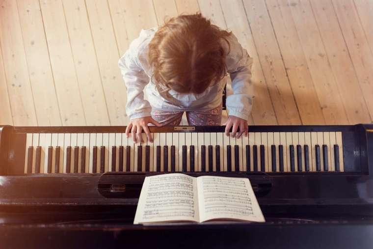 自動採譜的功能與發展,讓人人都能開外掛擁有莫札特的絕對音感與解譜能力,可以馬上就編譯樂譜。 圖│iStock