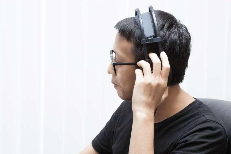 如何打破「會音樂」與「不會音樂」的高牆,利用科技創造更好的音樂學習介面,讓音樂欣賞與彈奏更好上手,便是蘇黎致力研究的目標。 圖│研之有物