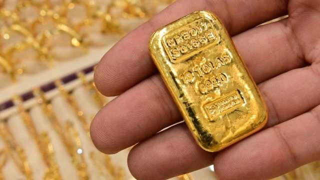 〈貴金屬盤後〉中國打擊加密貨幣、恒大危機蔓延 黃金自一週低點反彈 (圖片:AFP)