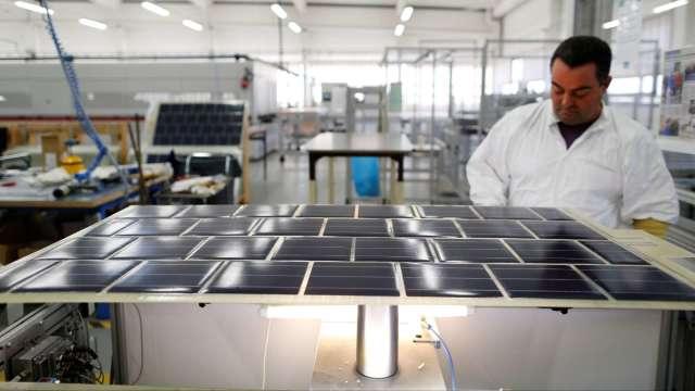 太陽能需求旺EVA價飆漲。(圖:AFP)