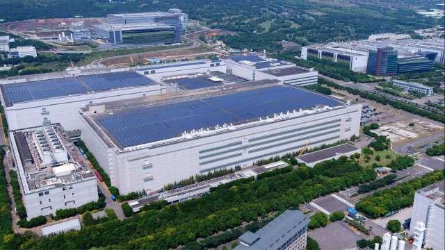 面板雙虎智慧製造布局有成,雙雙入選WEF燈塔工廠。(圖:友達提供)