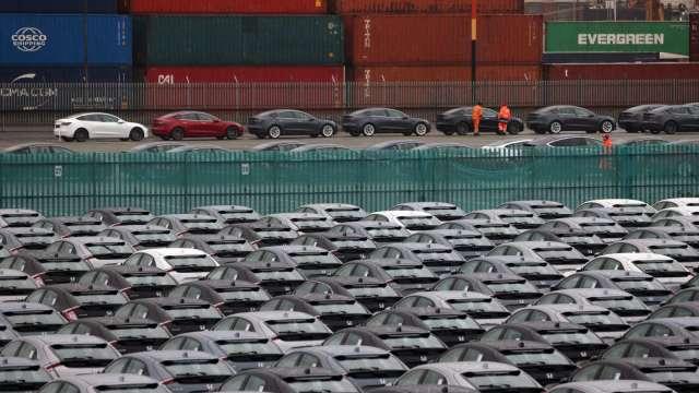 高盛大幅下調2021年全球汽車產量預估 看多特斯拉和通用 (圖片:AFP)