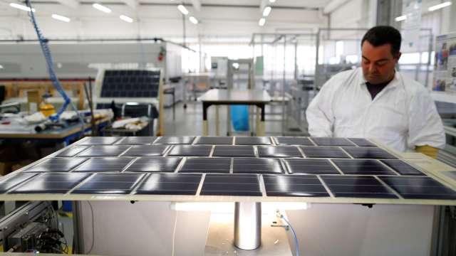 太陽能需求推升EVA價格上漲。(圖:AFP)
