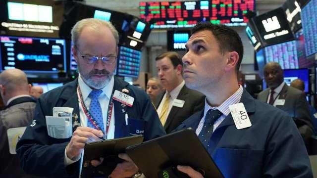 悲觀情緒蔓延 美股盤前市場股債雙殺(圖:AFP)