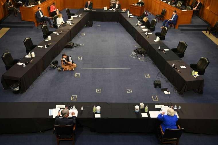 聯準會 (Fed) 主席鮑爾 (下左) 與財政部長葉倫至參議院出席聽證會 (圖片:AFP)