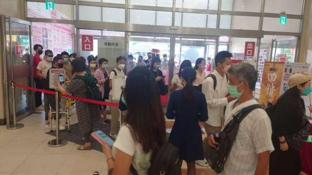 環球購物中心周年慶人潮湧現。(圖:環球購物提供)