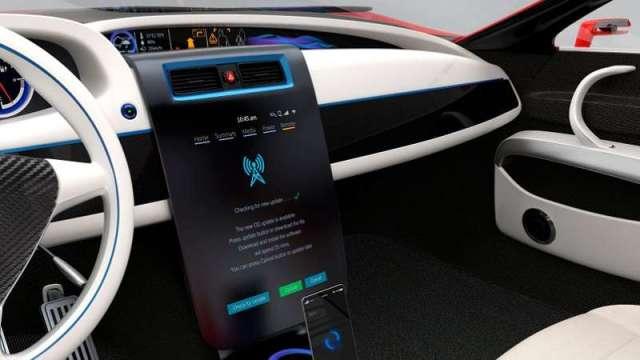 想要打造智慧座艙,顯示器是關鍵,像是以大型中控台觸控顯示器,取代傳統旋鈕,以及大尺寸儀表板、智能車窗、娛樂系統顯示器、電子後照鏡等。(圖/123RF)