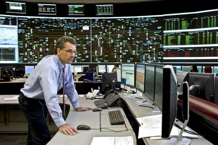 臺灣可借鏡國外作法,設立「獨立電力調度中心」,並在其上層設立電業監督管理機關,訂定調度規範,要求 ISO 執行。圖為 IESO 控制系統室(IESO 提供)